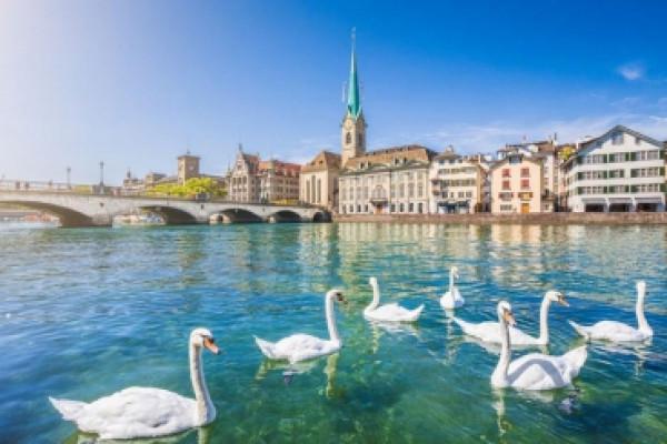 Đi tour du lịch Thụy Sĩ mua gì về làm quà cho người thân